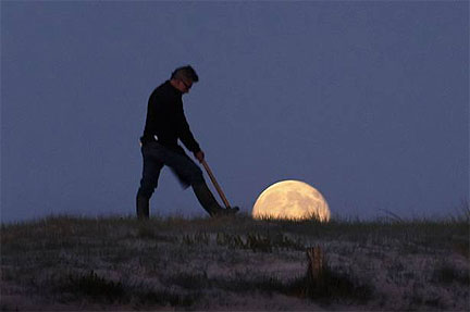 Gardening by the Moon!  French photographer Laurent Laveder - Moon Games